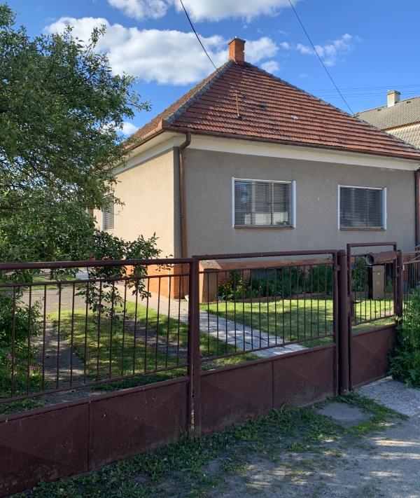Na predaj rodinný dom, Trenčín, pozemok 1046 m2, Hanzlíkovská ul.