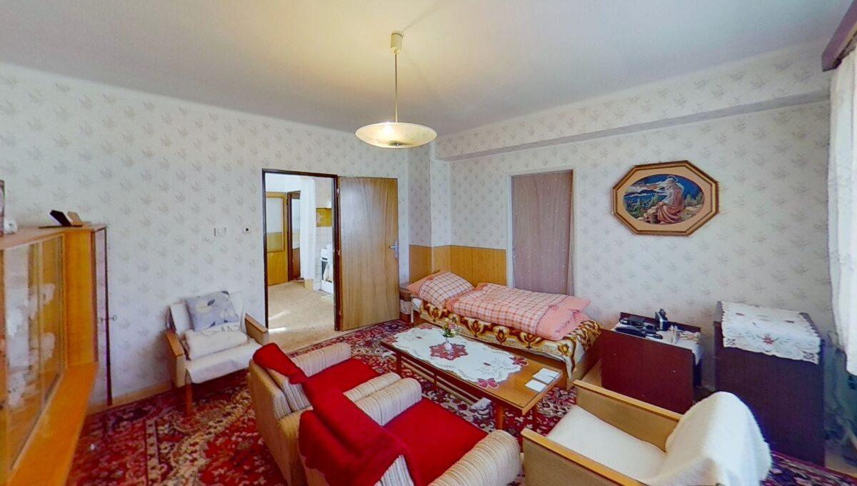 XBQfJ6WxJYt-Bedroom