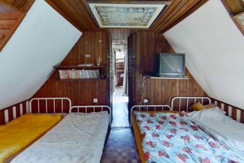 8YnmE4zGgqm-Bedroom