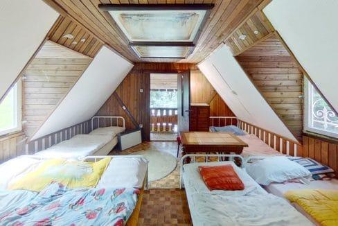 MMnk3q2JDrh-Bedroom