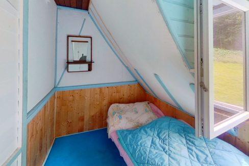 xHekBg6iy2E-Bedroom